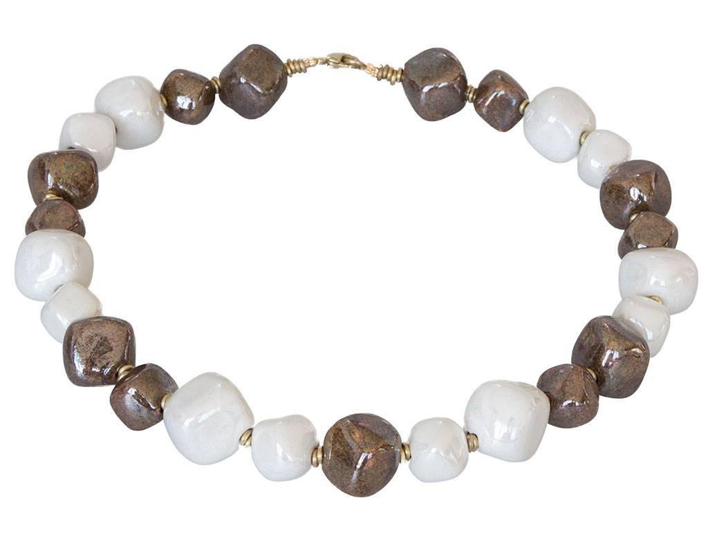 Kazuri Halsketten Keramik Halskette Weiß und Granit