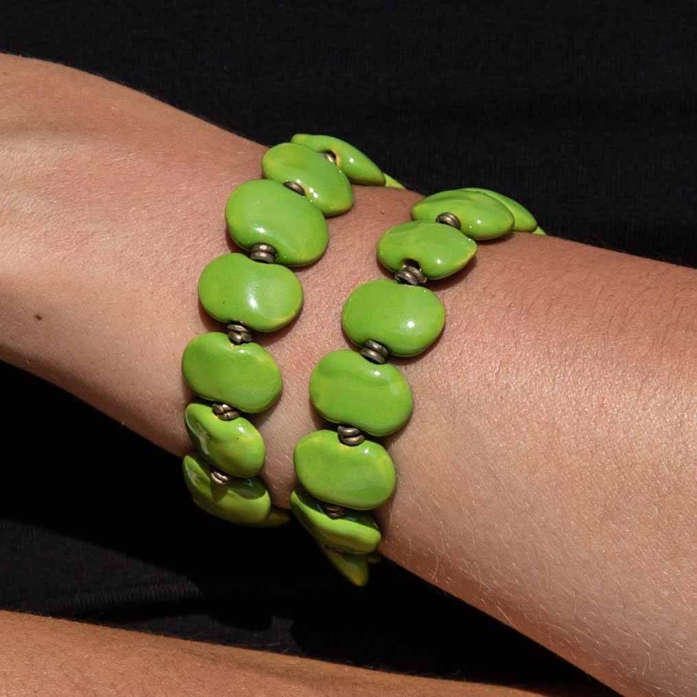 Kazuri Armbänder Grünes Armband mit Federspirale
