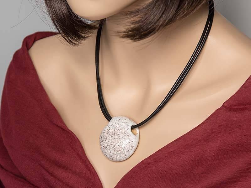 Kazuri Halsketten Anhänger Kette Beige-Granit gesprenkelt