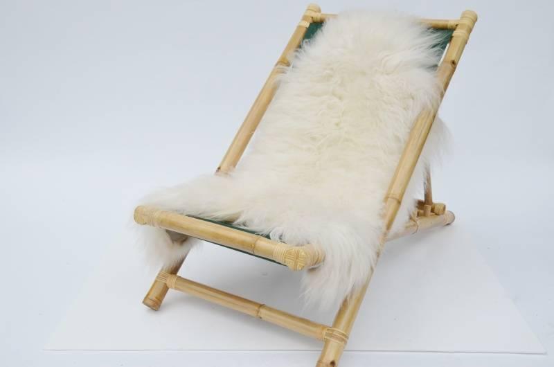 Schapenvacht Over Stoel : Bamboe loungestoel met schapenvacht van lambert real stuff