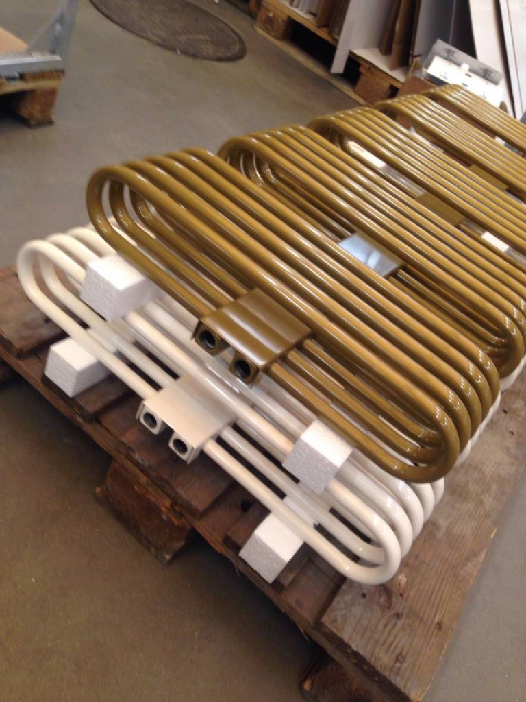 ... HOTHOT Radiator in pearl gold colour RAL 1036 ...