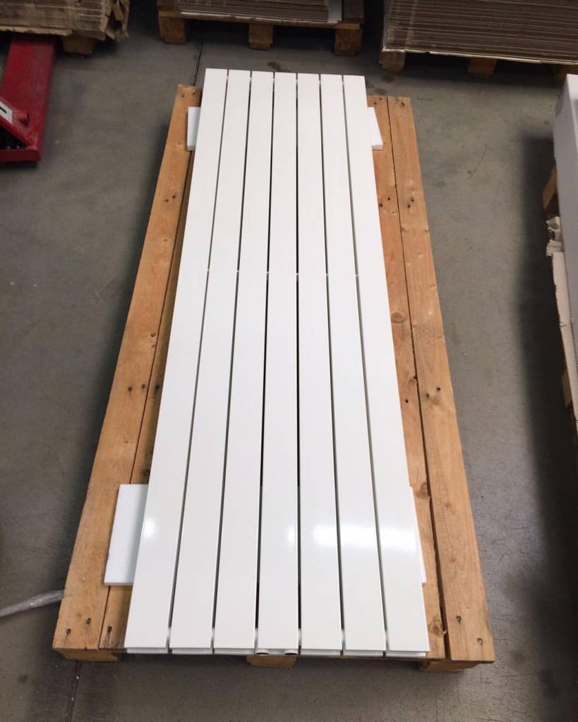 radiator in traffic white colour ral 9016 hothot radiators. Black Bedroom Furniture Sets. Home Design Ideas
