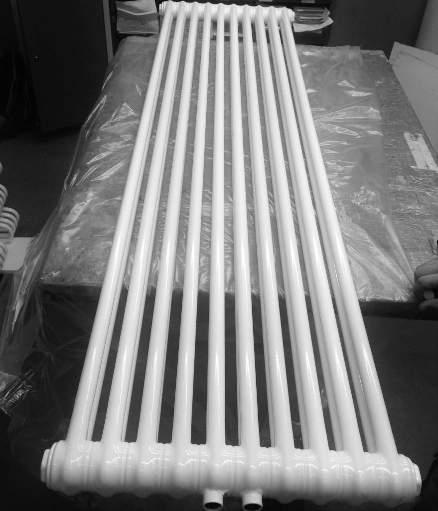 radiator in traffic white colour ral 9016 hothot radiators. Black Bedroom Furniture Sets. Home Design Ideas