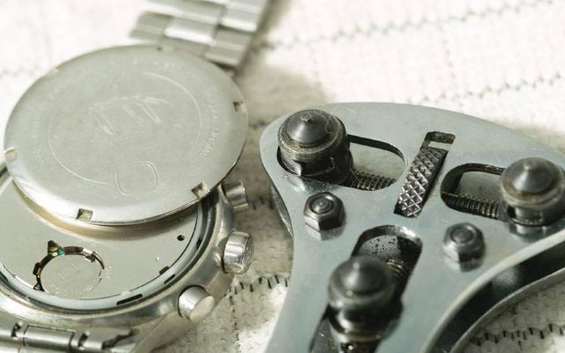 Zelf de batterij van een horloge vervangen