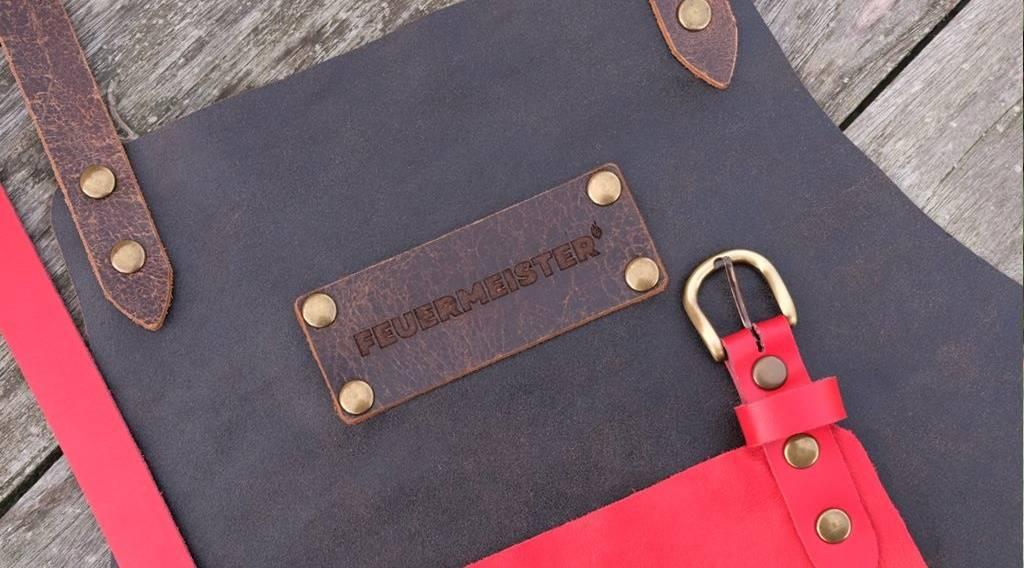 Neu und exklusiv bei KLAUWE: die neuen premium Lederschürze von Feuermeister