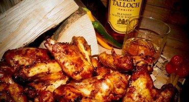 In Whisky Barbecuesaus Gemarineerde Chickenwings! Manners it is!