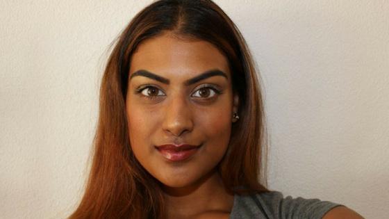 Visagiste Manisha heeft een mooie naturel look gemaakt.