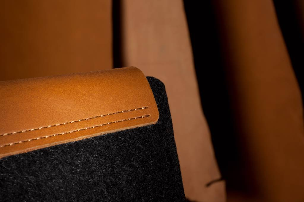 "Mujjo Mujjo 13"" MacBook Pro & Air Sleeve Bruin"