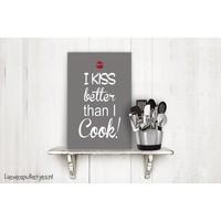 Muurdecoratie keuken:  I kiss better than i cook bruin