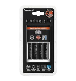 Eneloop Pro Smart & Quick Charger Batterijlader met 4 AA batterijen