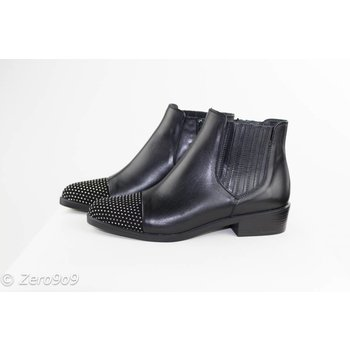 kanna Studded tip boots