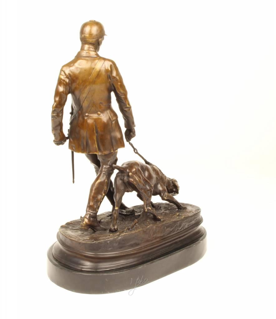 Groot bronzen beeld van een jager met zijn jachthond - Beeld het meisje van ...