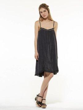 Louise Misha Citron zwarte jurk