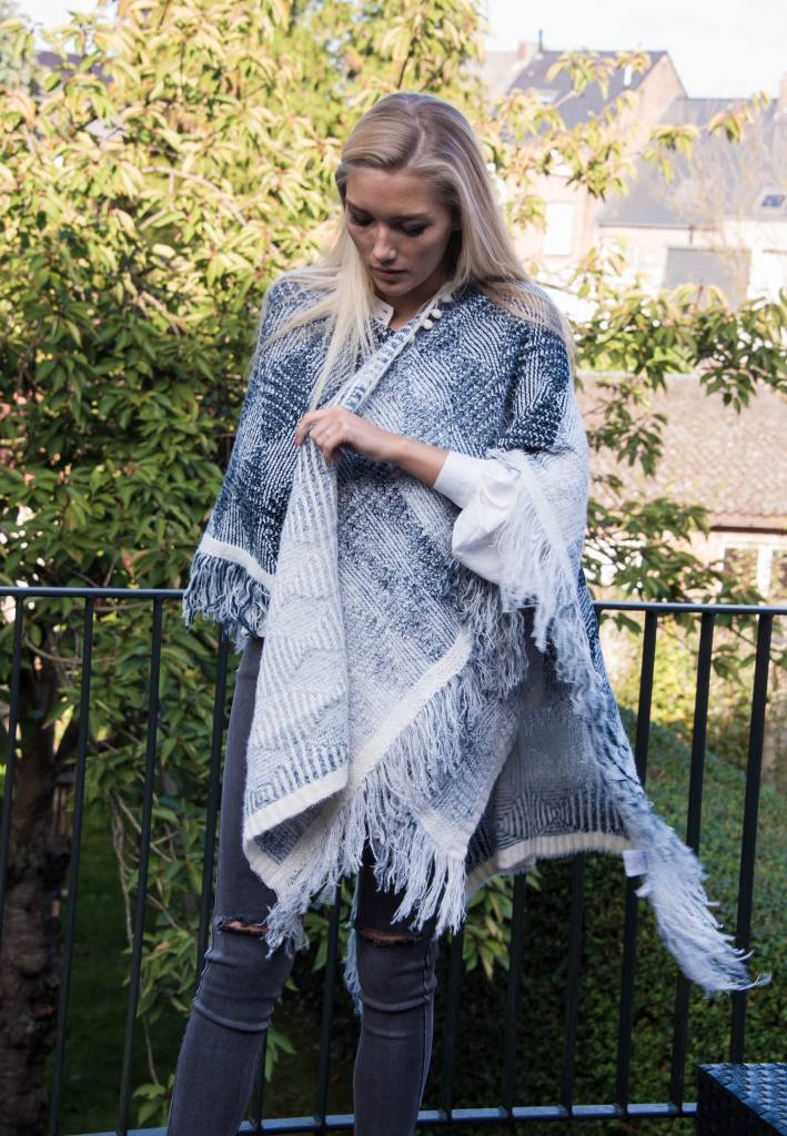 Carminn Poncho gray / blue and white