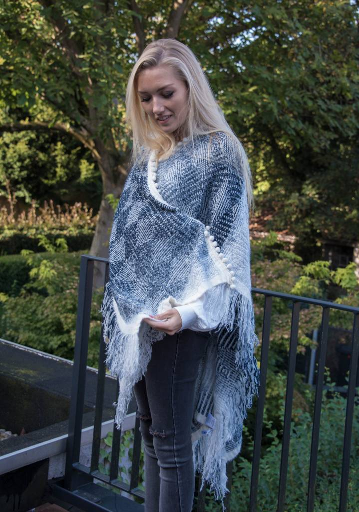 Poncho gray / blue and white