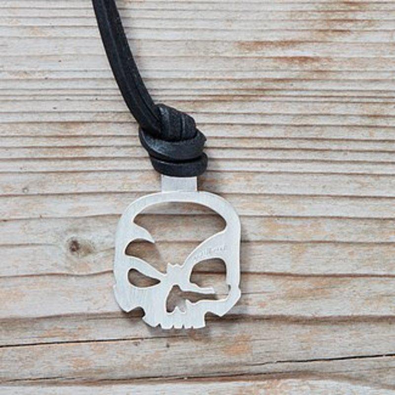 Schlüsselanhänger mit Lederband aus 925er Sterling Silber.