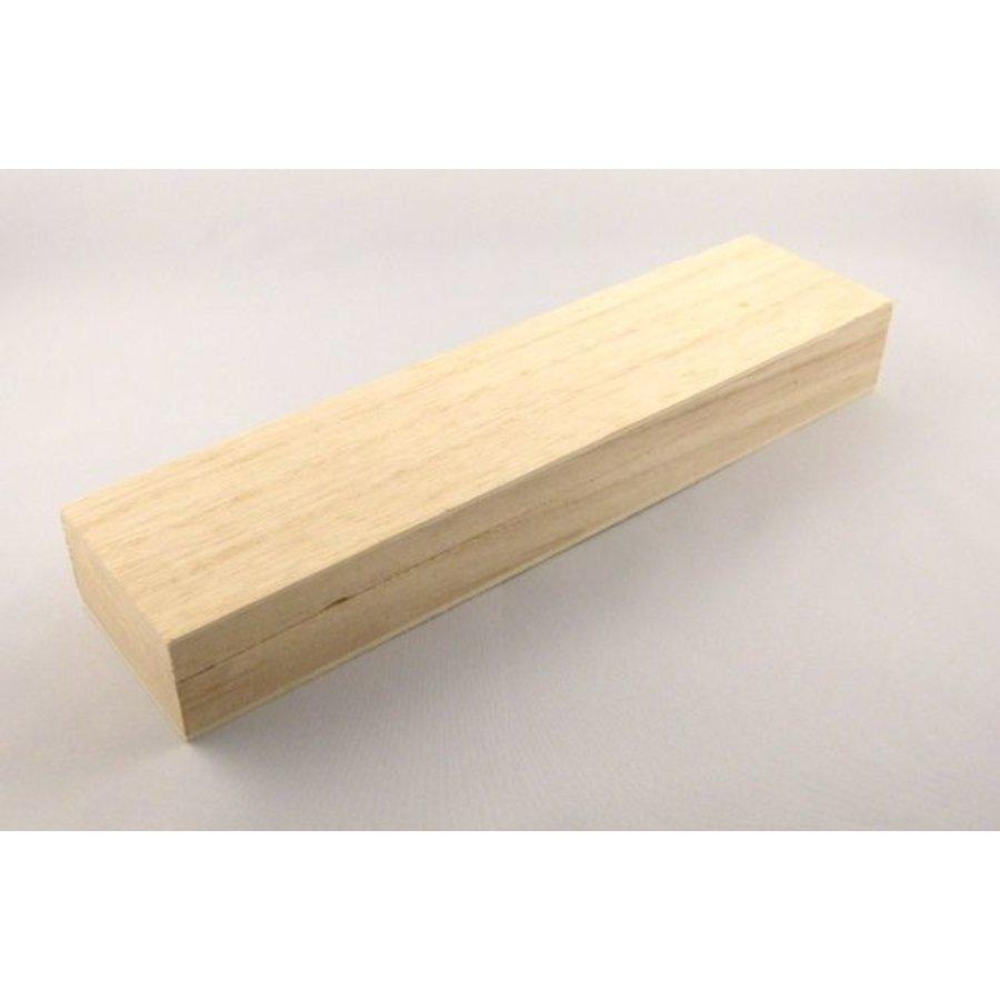 Längliche Holzkiste