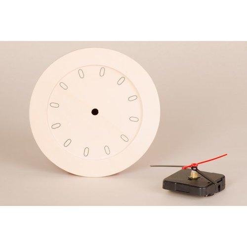Uhr mit Holzrahmen