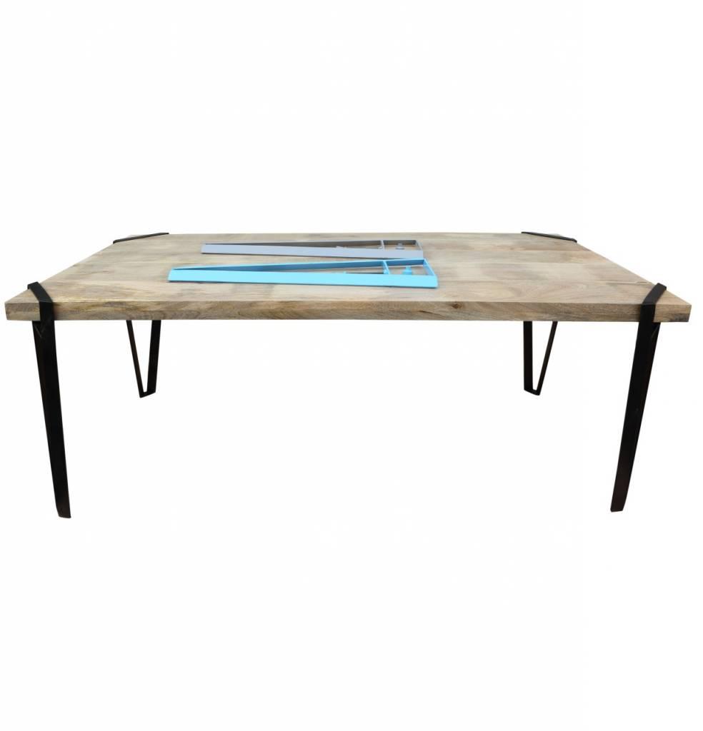 esstisch soho individualisierbar mit abschraubbaren metallbeinen zum wechseln. Black Bedroom Furniture Sets. Home Design Ideas