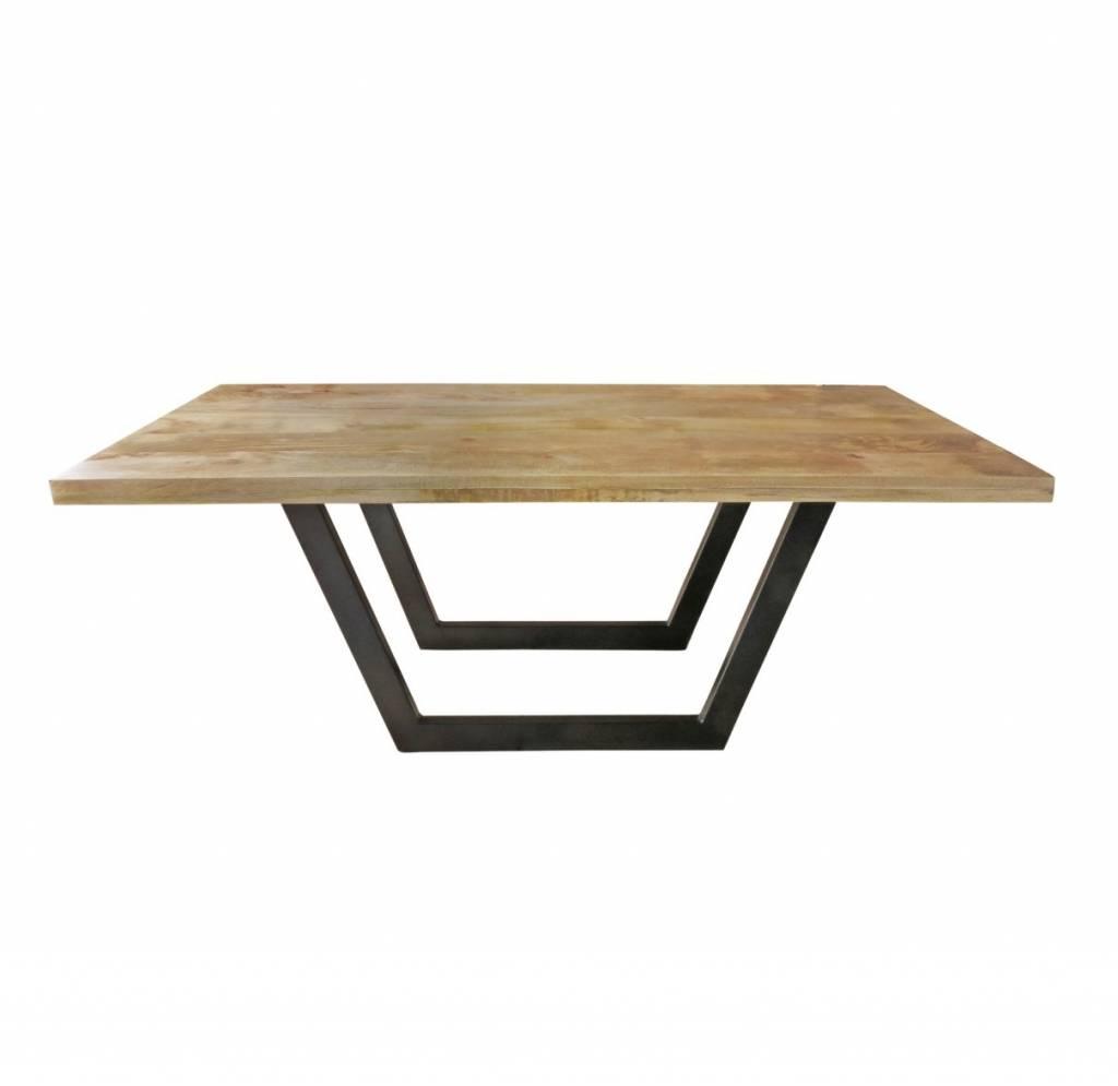 design esstisch mit untergestell aus metall und massiver. Black Bedroom Furniture Sets. Home Design Ideas