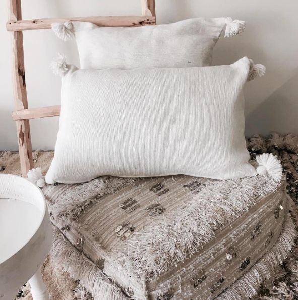 Riadlifestyle Pom Pom cushion White
