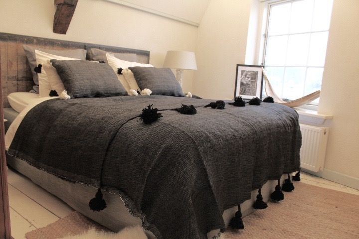 Riadlifestyle Pom Pom blanket black