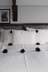 Riadlifestyle pom Pom deken wit- zwart
