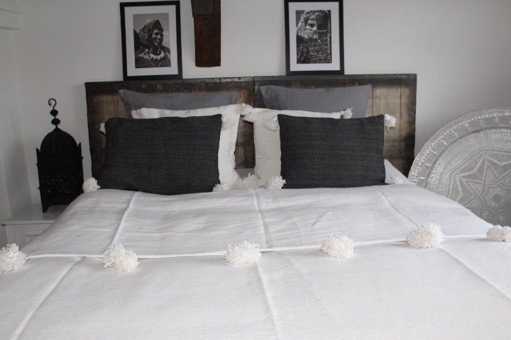 Riadlifestyle Pom Pom cushion White - beige - Copy