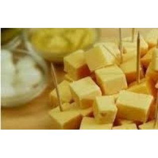 Schaal met 30 kaasprikkers