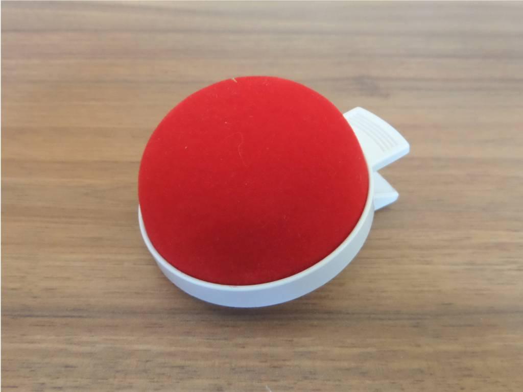 JKOS Nadelkissen in Rot mit Clip - Optimal für Moderationen