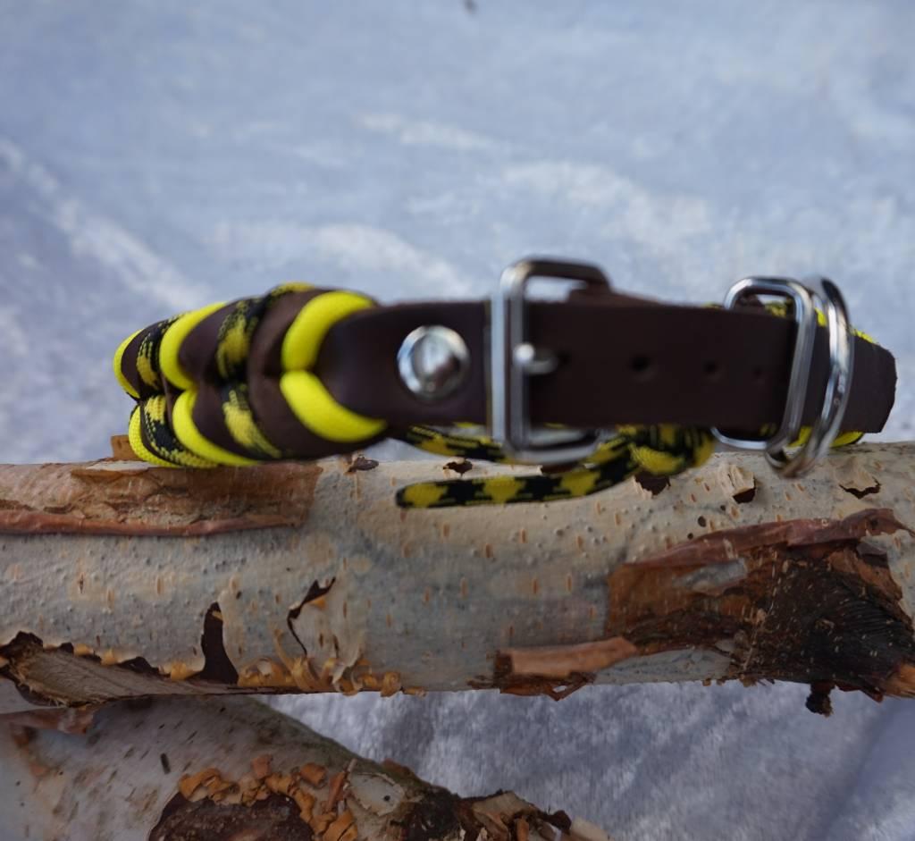 Geflochtene Halsbänder aus Fettleder