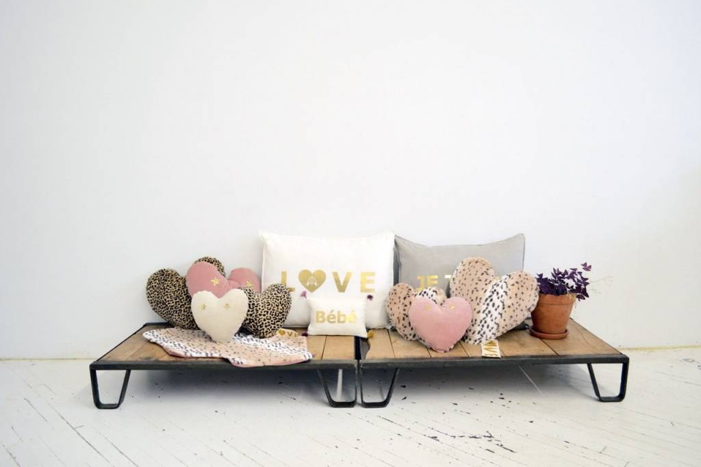 ATSUYO ET AKIKO heart velvet pillow with glitter stars + putty size s