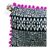 Batik Kissenhülle mit pinken Pompons