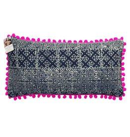 Batik Kreuzmuster Kissenhülle mit pinken Pompons
