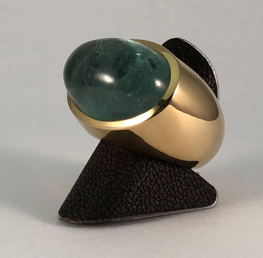 18 kt. gouden ring met een cabouchon geslepen groene beryl 40.45 ct.