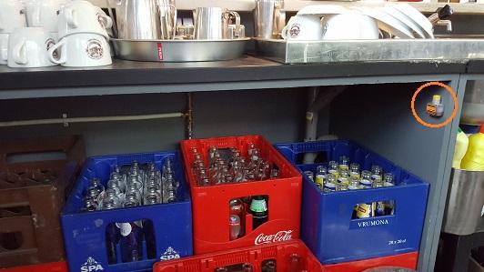fruitvliegjes lege flessen flesjes kratten