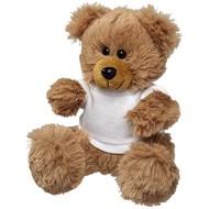 Zittende Knuffel beer met een wit T-shirt