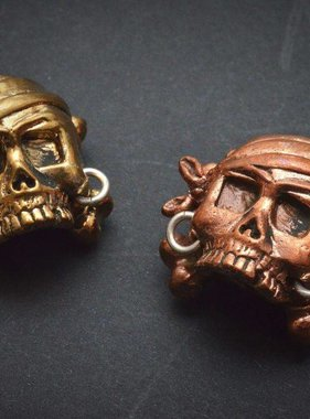 Lion ARMory Pirate Skull with Crossbones Bead