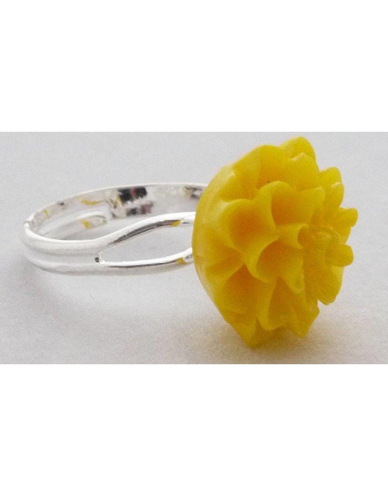 Ring met gele chrysant