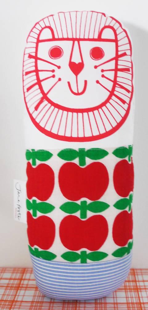 Lion apple
