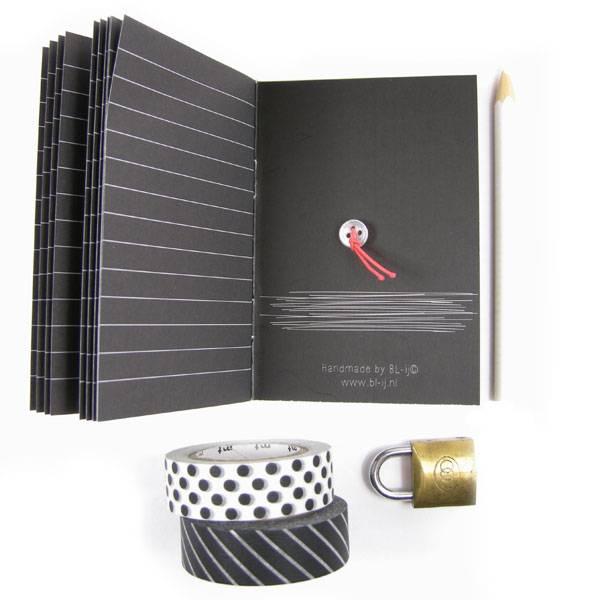 Little black book & witte gelpen