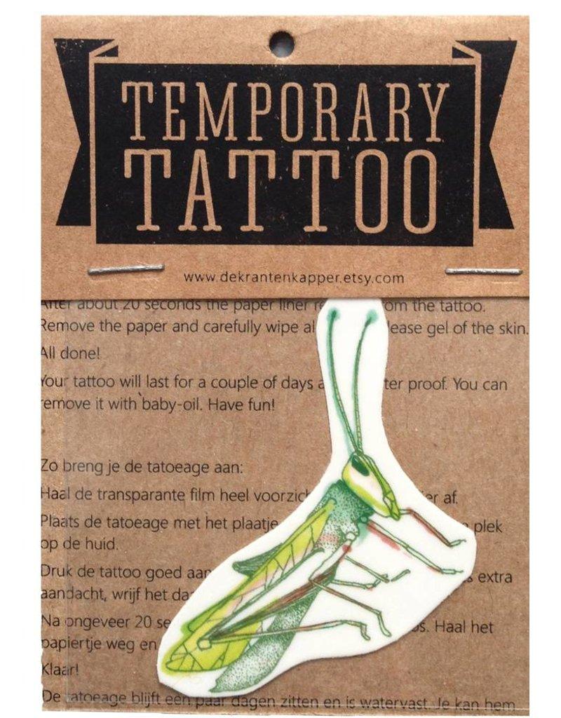 Tattoo sprinkhaan gekleurd