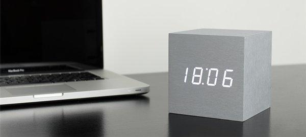 Click Clock cube maxi aluminium met witte led