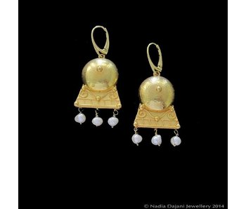 HAMMERED ROMAN EARRING WITH PEARLS