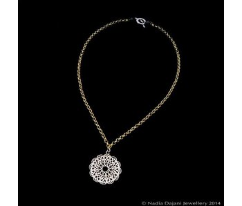 CHAIN NECKLACE WITH ROUND ARABESQUE PENDANT