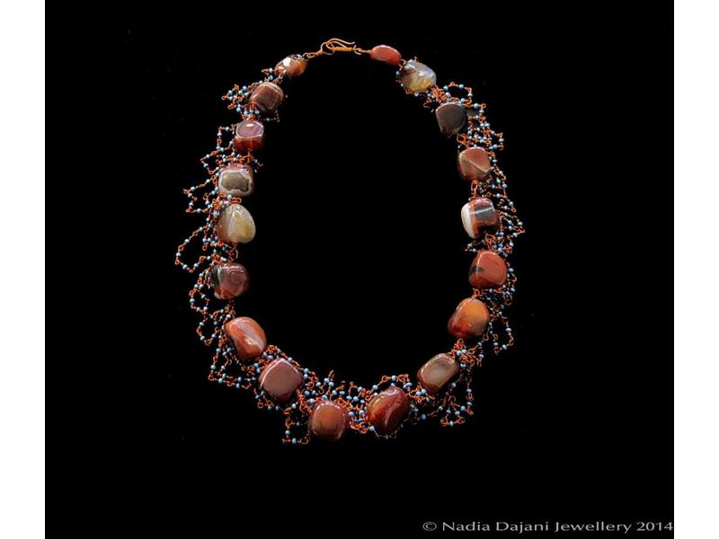 AGATE NECKLACE WITH COPPER WIRE & BABY BEADS