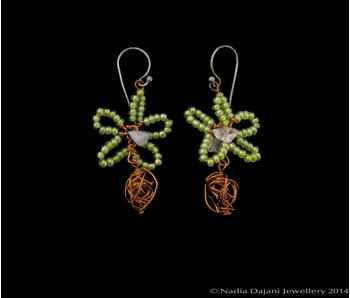 GLASS BEAD FLOWER EARRING WITH COPPER BEAD