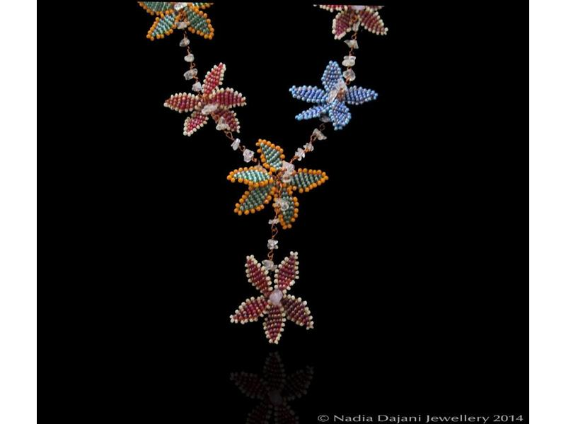 NARJIS NECKLACE WITH BORDER SHORT