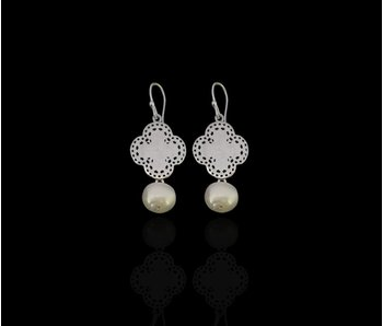 SMALL BORDER CLOVER EARRINGS WITH STONE DROP