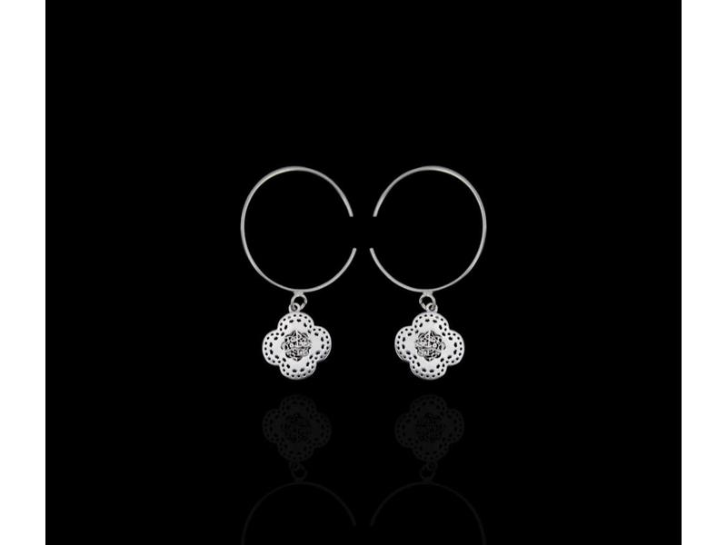 HOOP EARRINGS WITH SILVER CLOVER